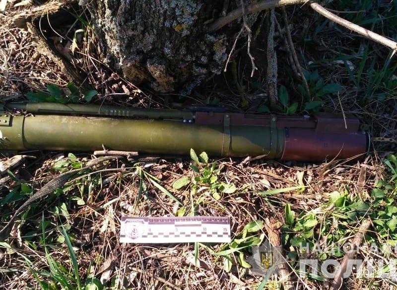 В Березанском районе мужчина нашел в лесополосе заряженный гранатомет