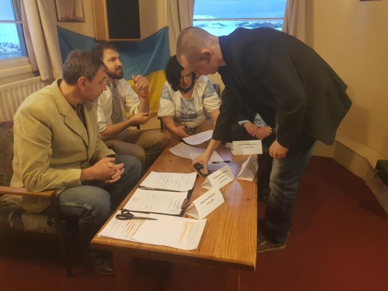 Самый отдаленный участок: украинские полярники завершили голосование