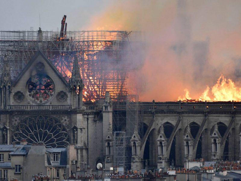 Настоятель Нотр-Дама назвал новую возможную причину пожара