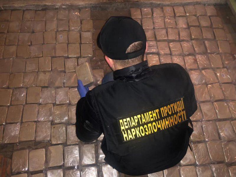 В Киеве полиция задержала наркоторговцев с 300 кг героина