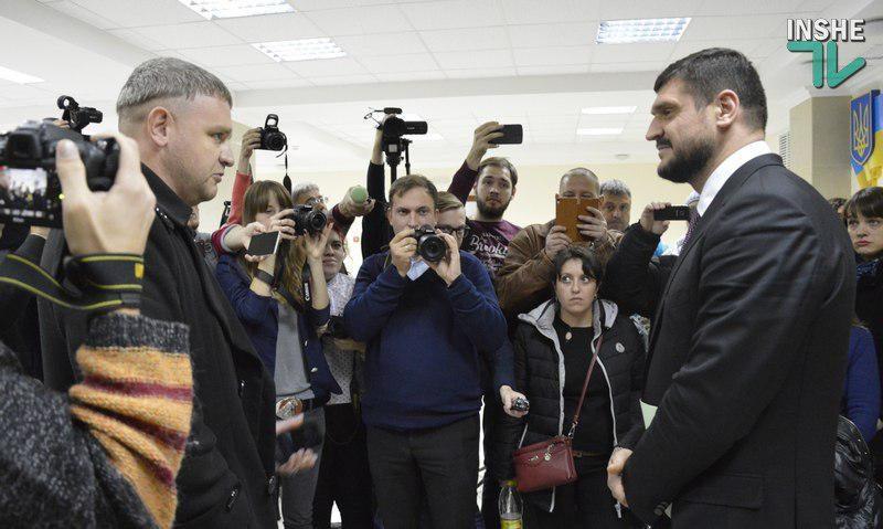 Савченко пообещал СМИ и «экспертам фейсбучным», что заговорит о каждом. Досталось и подчиненным чиновникам, которых он «защищал, делая из себя дурака»