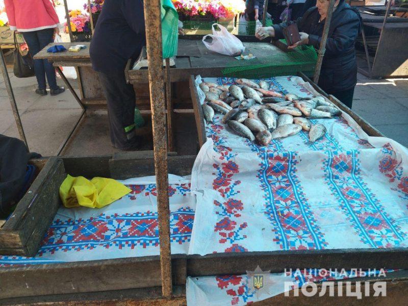 Нерестовый запрет: в Николаеве полицейские изъяли 15 кг рыбы на рынках