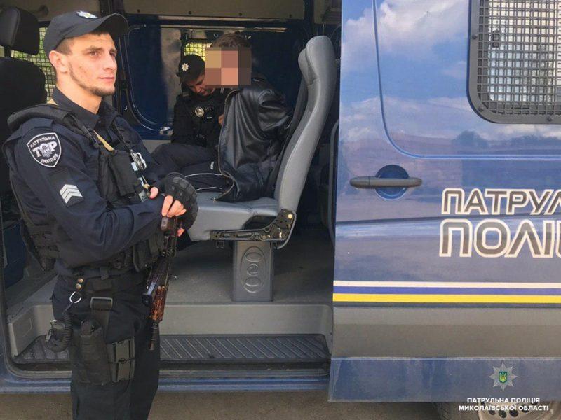В Николаеве мужчина на улице предлагал купить боевую гранату (ФОТО)