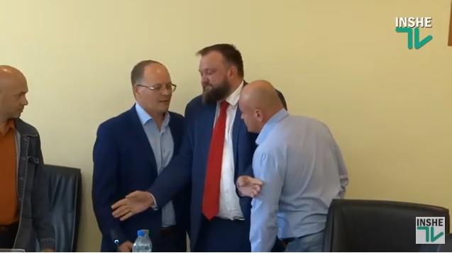 «Вы что, передастом устроились?»: в Николаевском облсовете чуть не подрались депутаты Барна и Олабин (ВИДЕО)