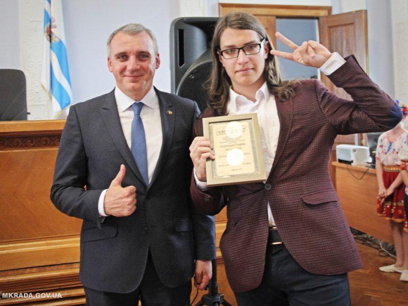 В Николаеве отметили лучших студентов города. Мэр обещает увеличить размер стипендии (ФОТО)