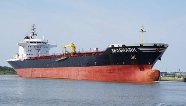 В Украину возвращаются 5 моряков с захваченного египетскими военными танкера Sea Shark