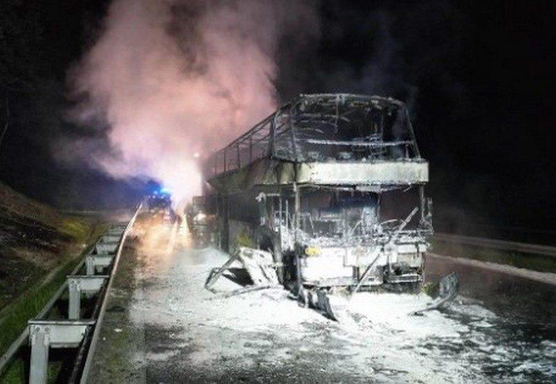 На юге Польши сгорел автобус, шедший по маршруту «Киев-Прага» с 70 пассажирами (ВИДЕО)