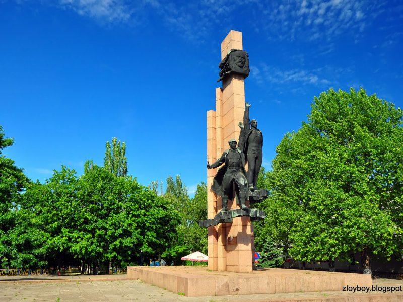 Исполком Николаевского горсовета не поддержал снос памятного знака Ленинскому комсомолу (ВИДЕО)
