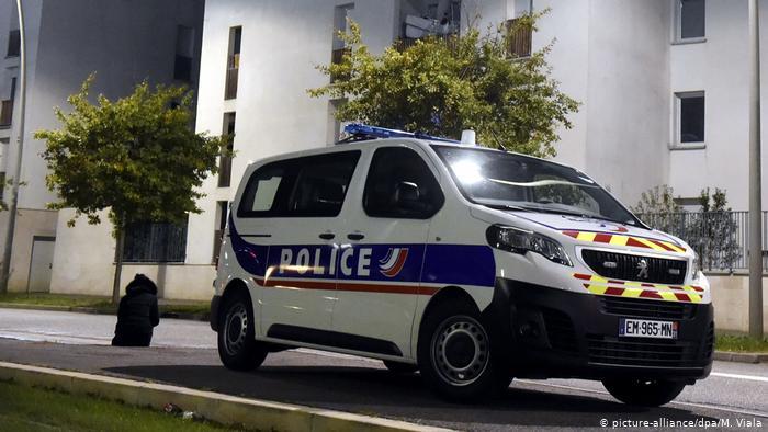 Неизвестный захватил четырех заложников во Франции