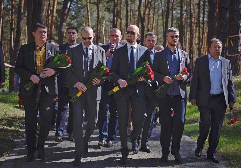 Яценюк заявил, что не уважает людей, которые симпатизируют Сталину