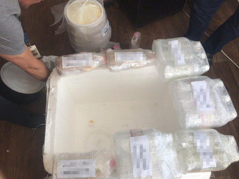В «Борисполе» перехватили контрабандные героин, амфетамин и гашиш, следовавшие транзитом из Ирана в Канаду, на 1 млн.долларов (ФОТО)