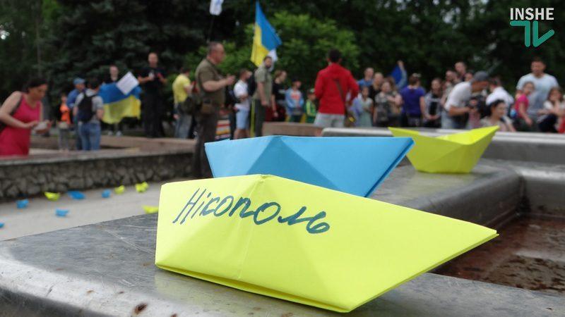 «Хлопці, ми вас чекаємо!»: в Николаеве прошла акция в поддержку пленных украинских моряков (ФОТО, ВИДЕО)