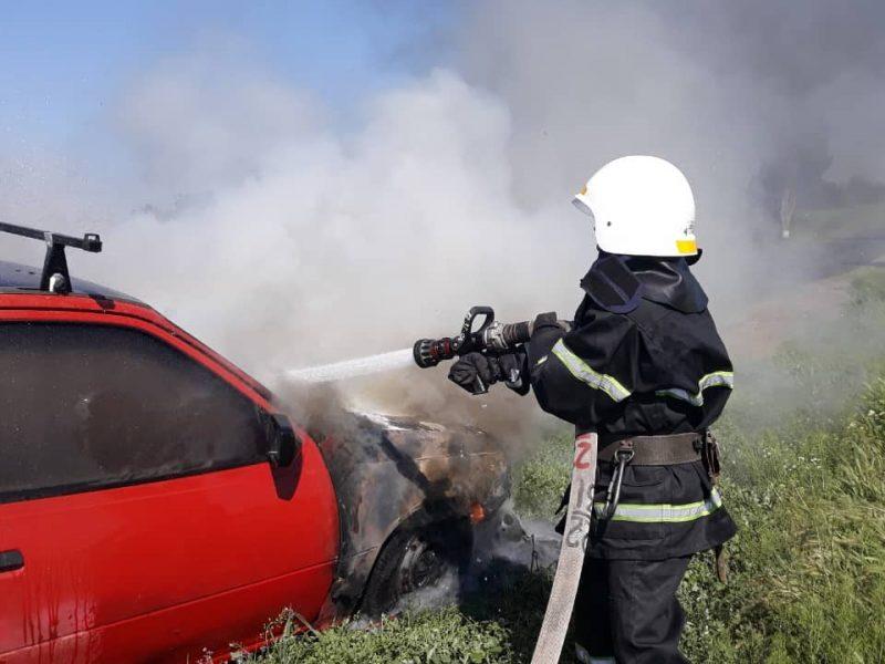 На Николаевщине из-за короткого замыкания загорелся Opel Kadett (ФОТО)