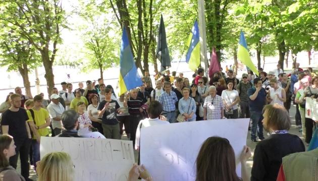 Возле бюста Жукова в Харькове разгорелся скандал (ФОТО)