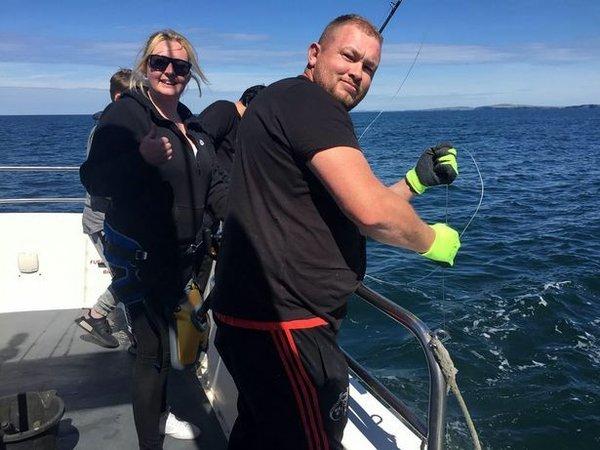 Девушка  поймала на удочку пятиметровую акулу (ФОТО)
