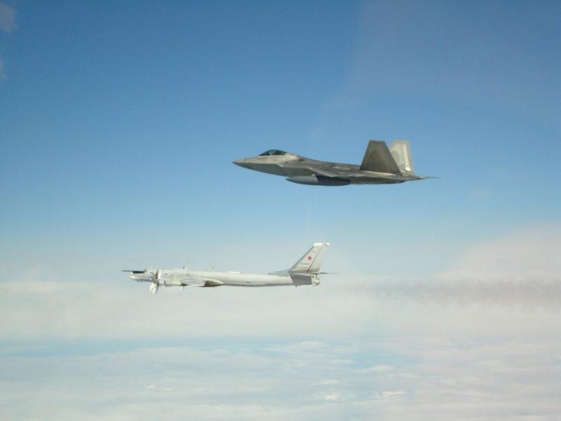 США у побережья Аляски перехватили 6 российских военных самолетов