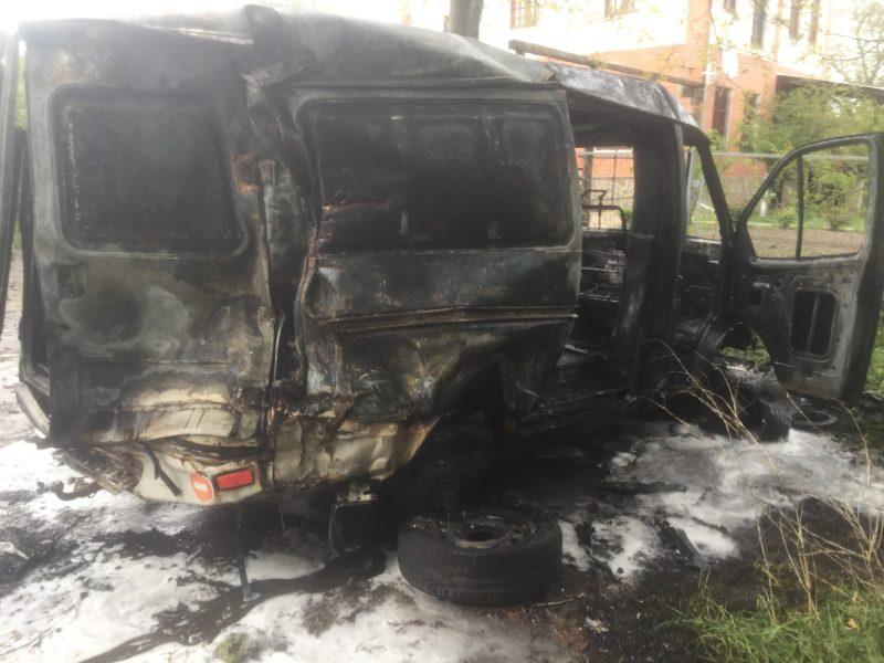 В Первомайске сгорело три припаркованных в одном месте автомобиля