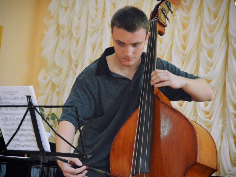 Выпускники Николаевского колледжа музыкального искусства дали камерный контрабасовый концерт (ФОТО, ВИДЕО)