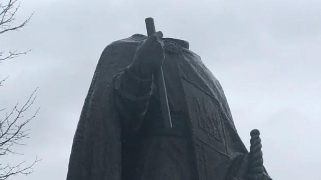 В Канаде обезглавили памятник Владимиру Великому