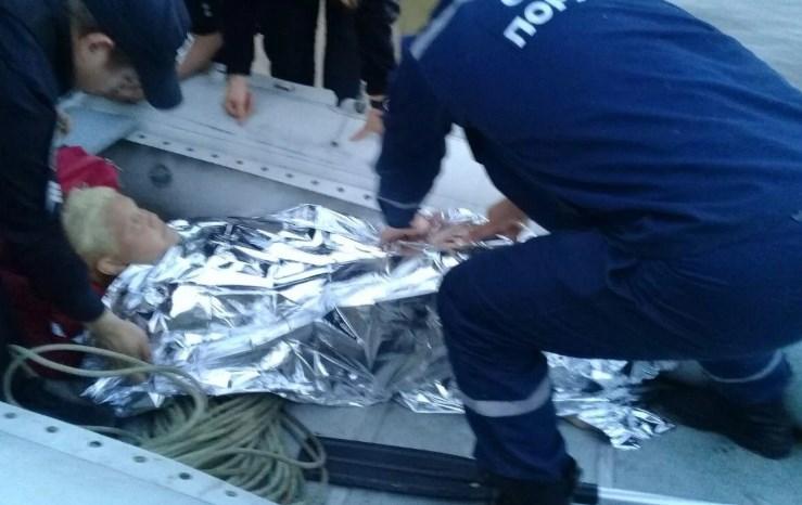 В Киеве водолазы спасли женщину, прыгнувшую с моста Метро