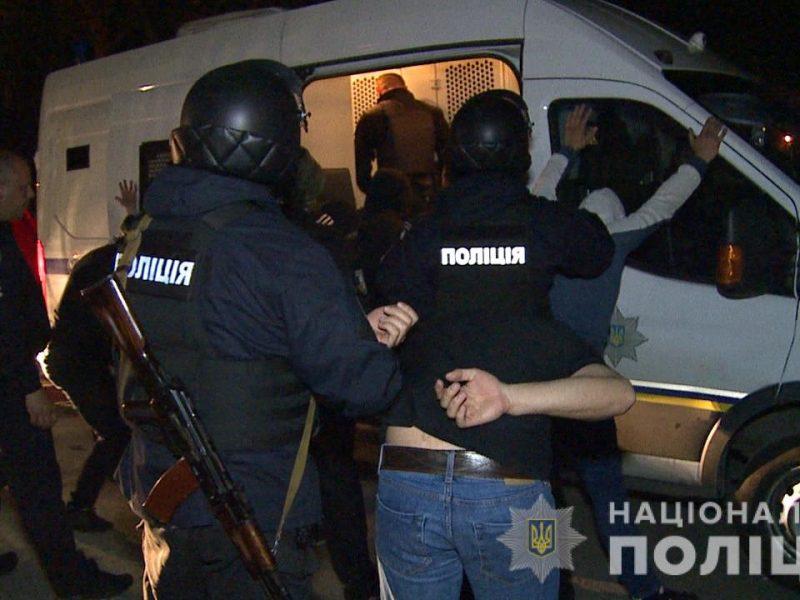 В Виннице полиция штурмовала завод, который пытались захватить рейдеры (ФОТО, ВИДЕО)