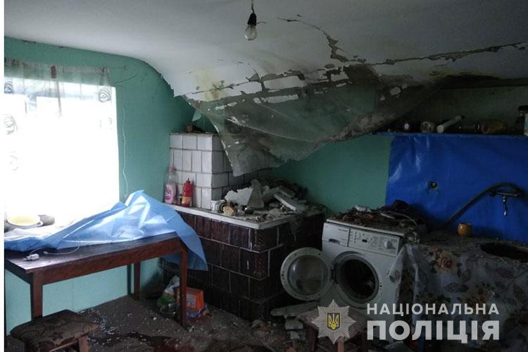 На Тернопольщине шаровая молния залетела в жилой дом, где находились пятеро детей (ФОТО)