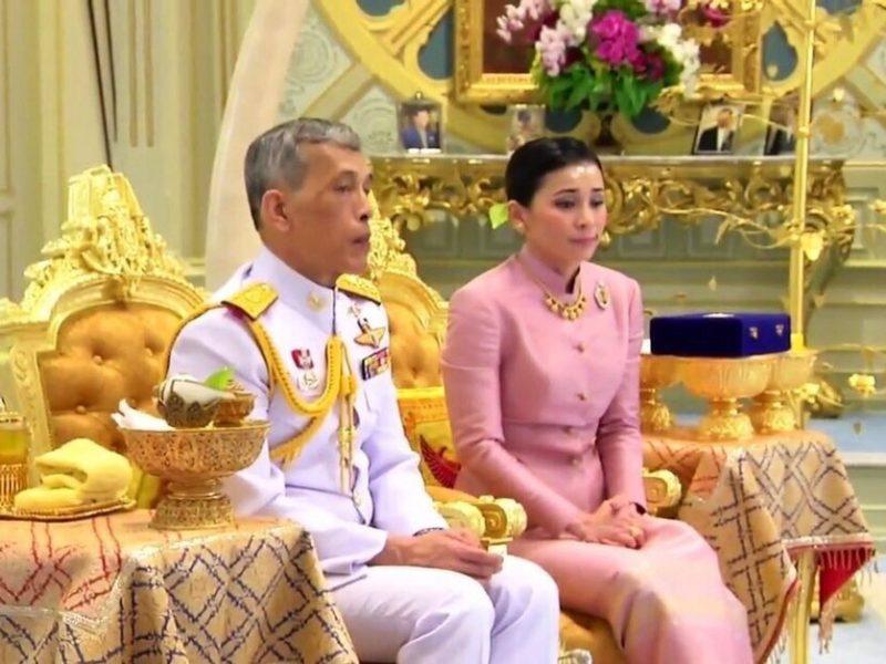 Король Таиланда накануне коронации женился на генерале своей охраны
