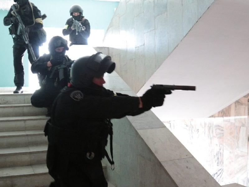 В России школьник пришел на урок с пистолетом и ножом и взял класс в заложники. Его задержали (ФОТО, ВИДЕО)