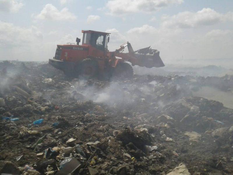 Уже сутки гасят пожар на одной из мусорных свалок Николаевщины (ФОТО)