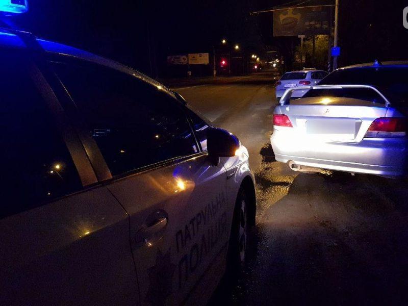 В Николаеве патрульные остановили Mitsubishi. Водитель оказался без прав и, вероятно, под наркотиками (ФОТО)