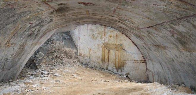 Богато украшена и хорошо сохранилась. Найдена тайная комната императора Нерона