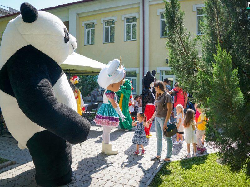 Николаевский русский театр открыл летний сезон и подарил детям смешную сказку о приключениях казаков (ФОТО)