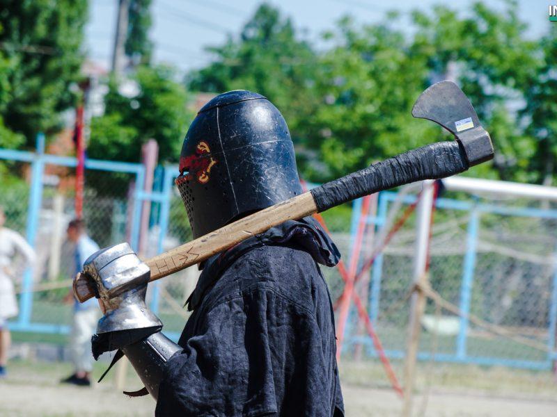 Николаев испытал нашествие средневековых рыцарей – на стадионе «Юность» стартовал Международный фестиваль «Кубок Ольвии» (ФОТО, ВИДЕО)