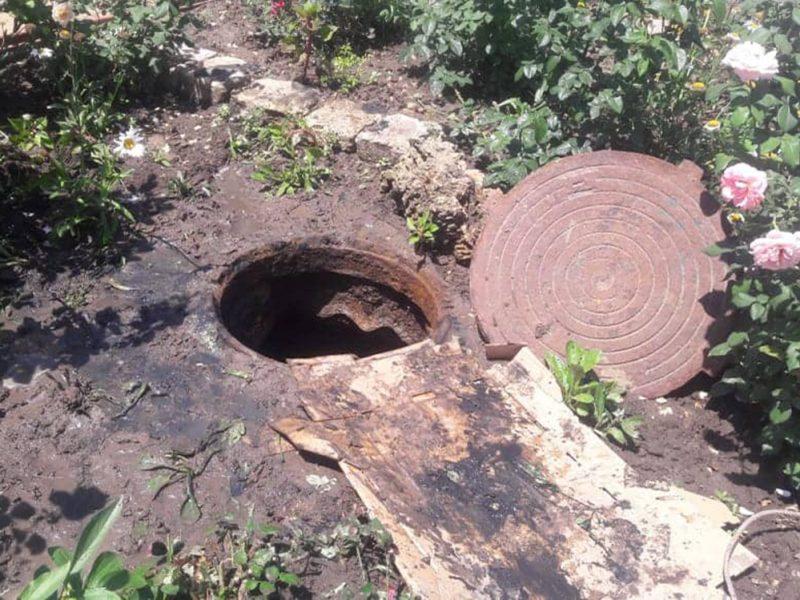 На Николаевщине мужчине стало плохо во время чистки выгребной ямы. Его пришедшему на помощь товарищу – тоже (ФОТО)