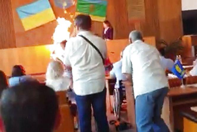 Предприниматель поджег себя на сессии горсовета в Бердичеве (ВИДЕО)