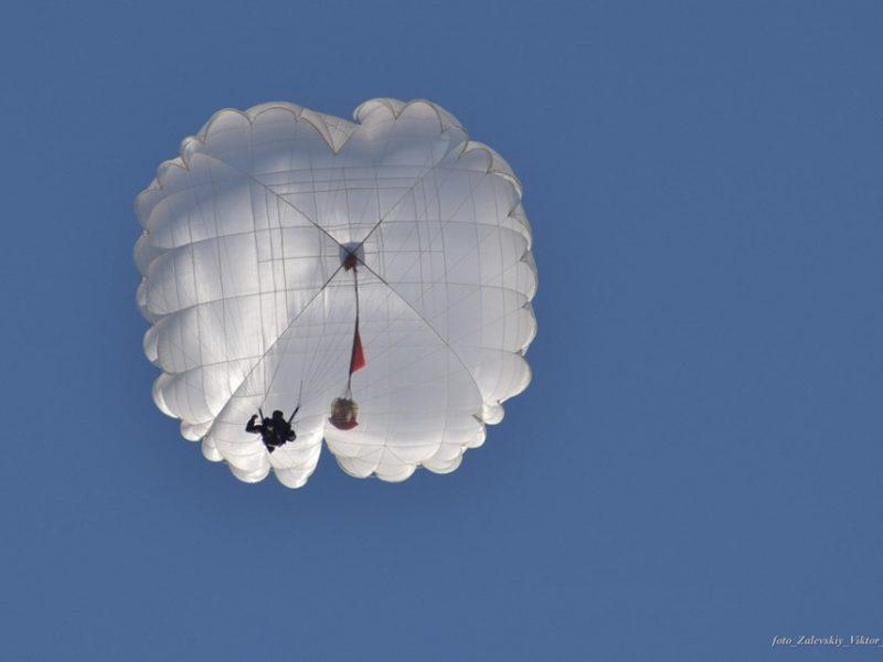 Николаевские морпехи «шагнули в небо» с высоты 800 метров (ФОТО)