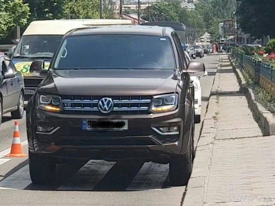 В центре Николаева внедорожник сбил женщину, переходившую дорогу по «зебре» (ФОТО) 1