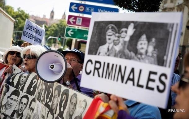 Испанский суд остановил эксгумацию останков диктатора Франко