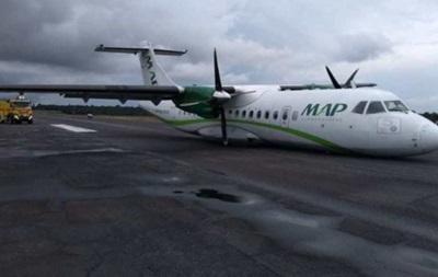 В Бразилии пилот посадил самолет без шасси (ВИДЕО)