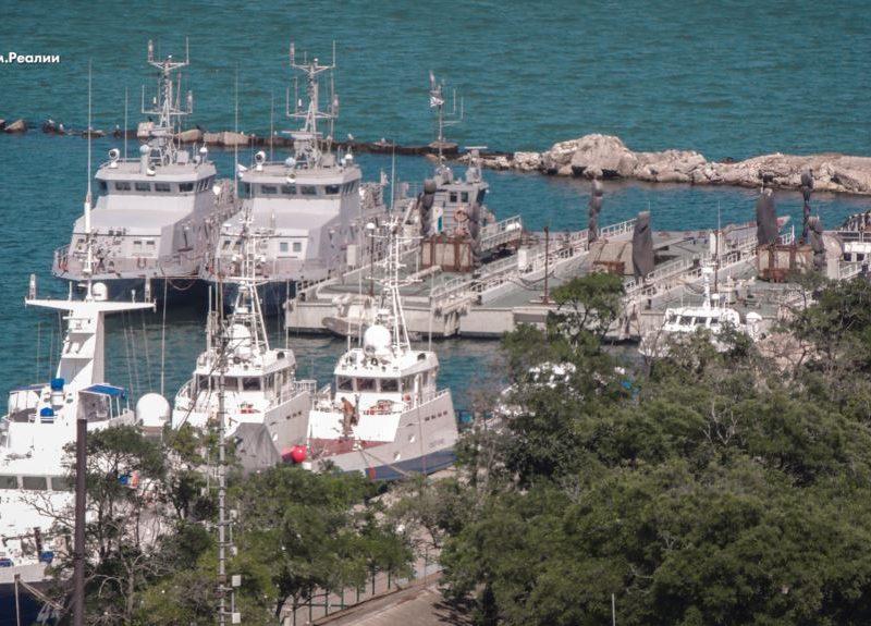Захваченные Россией украинские корабли исчезли из порта Керчи