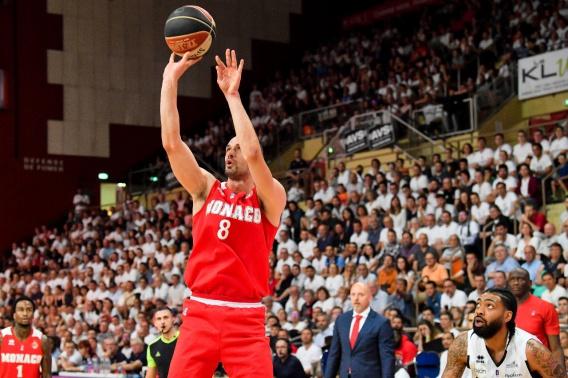 Николаевец Сергей Гладыр вместе с «Монако» стал «серебряным» призером чемпионата Франции по баскетболу (ФОТО)