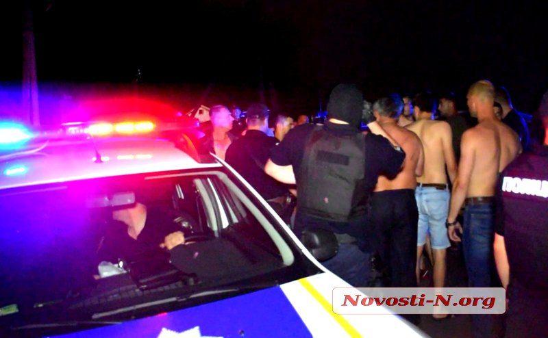 Полиция проверяет информацию, что херсонские патрульные не пытались остановить ночную драку с таксистами под Николаевом