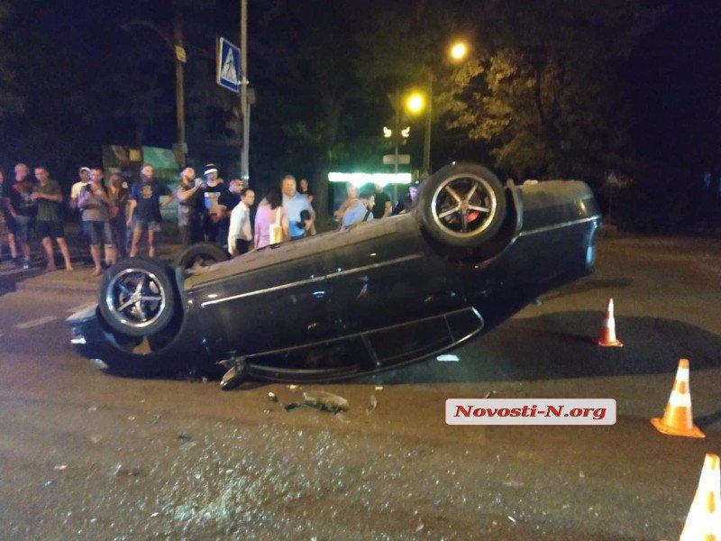 В Николаеве «Фольксваген» перевернулся на крышу после столкновения с «Шевроле» (ФОТО) 1