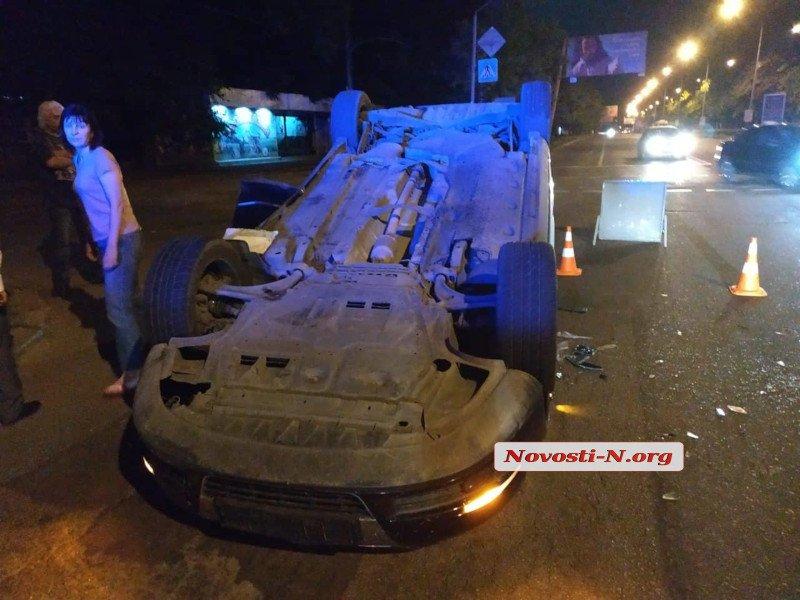 В Николаеве «Фольксваген» перевернулся на крышу после столкновения с «Шевроле» (ФОТО) 5