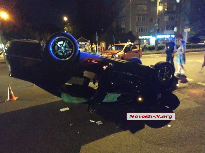 В Николаеве «Фольксваген» перевернулся на крышу после столкновения с «Шевроле» (ФОТО) 11