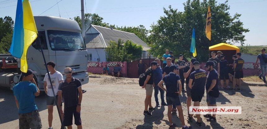 Активисты перекрыли автодорогу «Николаев-Днепр» в Баштанском районе (ФОТО, ВИДЕО) 5