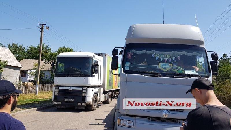Активисты перекрыли автодорогу «Николаев-Днепр» в Баштанском районе (ФОТО, ВИДЕО) 7