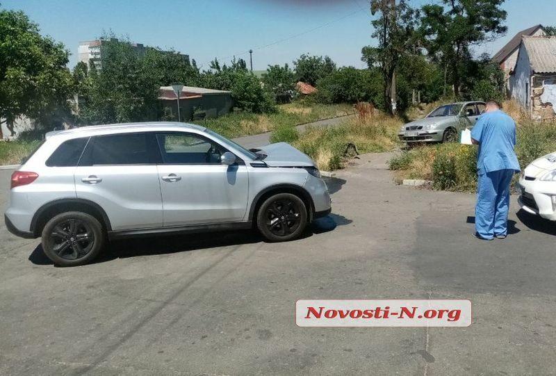В Николаеве столкнулись такси и «Сузуки». Пострадали женщина и ребенок (ФОТО)