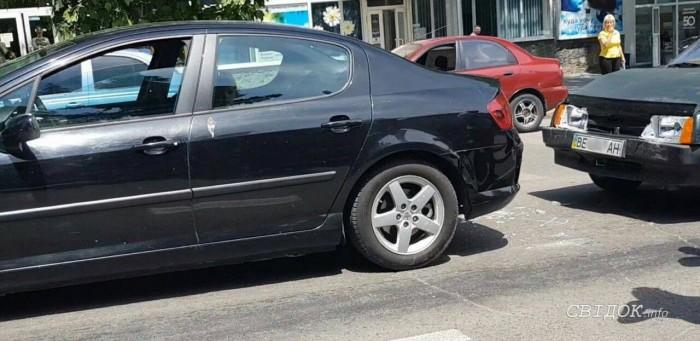 В центре Николаева внедорожник сбил женщину, переходившую дорогу по «зебре» (ФОТО) 7