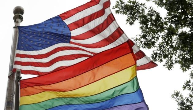 Трамп запретил поднимать флаг ЛГБТ на флагштоках посольств США
